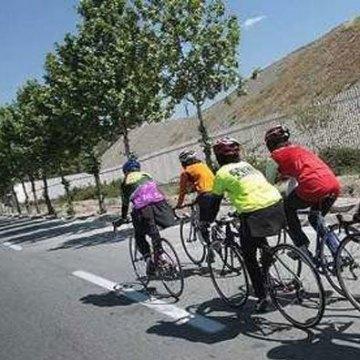 Female bikers promote clean transportation in Tehran