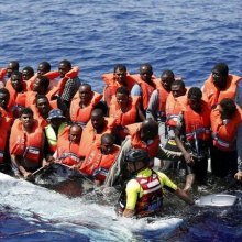 Migrants - Hundreds rescued from overcrowded migrant boats in Med