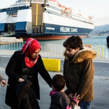 unhcr - UN agency chief urges stronger cooperation to aid refugees' transfer from Greek islands